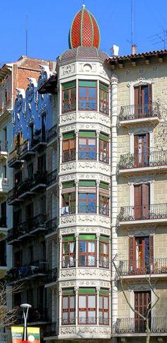 Barcelona - Passeig Sant Joan 114 c Apartment Balcony Decorating, Apartment Bedroom Decor, Apartment Ideas, College Bedroom Decor, Nyc Decor, Modern Loft, Barcelona Spain, Facade, St Joan