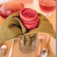 This is such an ingenious way to have a table napkin for Mother's Day or even at a fancy affair.