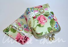 OOAK Set of pink roses purse and green passport cover | Make up purse | Vintage inspired flowers | Metal frame purse - pinned by pin4etsy.com