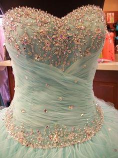 Te animás a un vestido lleno de brillos?