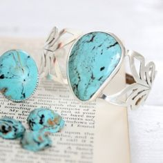 Learn how to make this gorgeous faux turquoise ring with polymer clay.