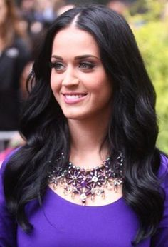Katy Perry looking casual in a dramatic necklace, isnt it ironic ;)