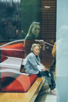 Through the Lens: Back in the USA - Photographer Paola Franqui ( Reflection Photography, Urban Photography, Creative Photography, Portrait Photography, 35mm Film Photography, Reportage Photography, Candid Photography, Contemporary Photography, Abstract Photography