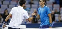 Novak Djokovic vs Vasek Pospisil, la lluvia detiene el juego en Eastbourne El primer mundo N º 1 tomó a un centro de la Corte a medias a las 11 am