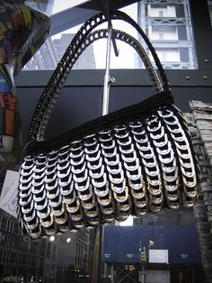 purse made with recycled tabs Aluminum Crafts, Soda Tabs, Craft Projects, Project Ideas, Recycling, Shoulder Bag, Purses, Bags, Halloween