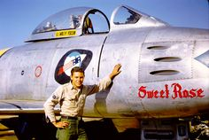 Crew chief Wally Yocum Jr with sabre jet. Ww2 Aircraft, Fighter Aircraft, Fighter Jets, Military Jets, Military Aircraft, Sabre Jet, Wings Etc, Korean Air, F-14 Tomcat