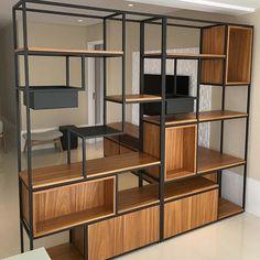 O outro lado da estante. O outro lado da estante. Iron Furniture, Custom Furniture, Home Furniture, Furniture Design, Wood Bookshelves, Bookshelf Design, Muebles Living, Decoration Inspiration, Home Decor Trends
