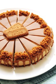 No-Bake Lotus Biscoff Cheesecake CleobutteraYou can find Cheese cake and more on our website.No-Bake Lotus Biscoff Cheesecake Cleobuttera Biscoff Recipes, Baking Recipes, Chocolate Recipes, Chocolate Cake, Chocolate Caramels, Delicious Chocolate, Muffin Recipes, Pie Recipes, Drink Recipes