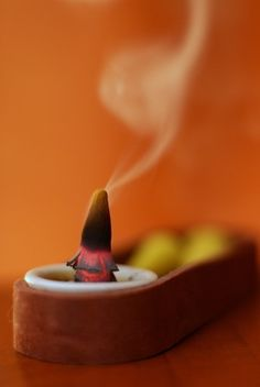 How to Make Incense With Natural Ingredients