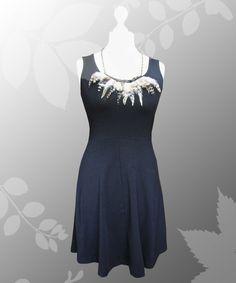 Knielanges Baumwollkleid mit breiten Trägern und abnehmbarer Federkette von Lady-Mabelicious auf Dawanda.de
