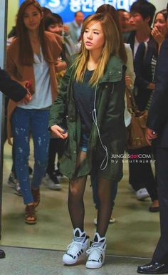 Sunny ; cool airport fashion *those shoes are so cool