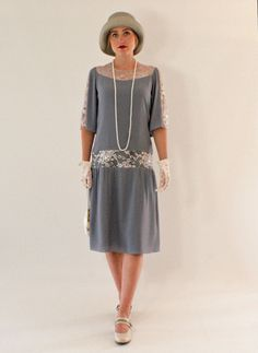 Grey Great Gatsby dress with elbow-length sleeves image 4 Vestidos Flapper, Vestidos Vintage, Vintage Dresses, Vintage Outfits, Vintage Fashion, 1920s Fashion Women, Victorian Fashion, Flapper Dresses, Vintage Prom