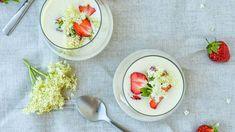 Luksuskoldskål opskrift med jordbær og hyldeblomst - se her Gazpacho, Slow Food, Diy Home Crafts, Fajitas, Pulled Pork, Bruschetta, Panna Cotta, Summertime, Brunch