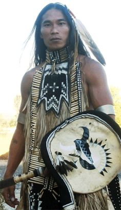 Native American Survival Know-hows that stand up the test of time for of years and able to fight every threats mother nature thrust at them. The full overview to teaching you hunting,fishing, fighting, making survival tools, medical treatments and more. American Man, Native American Actors, Native American Pictures, Native American Wisdom, Native American Beauty, Indian Pictures, American Indian Art, Native American History, American Indians