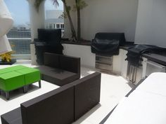 Modern Outdoor Kitchen in Miami, designed and constructed by Outdoor Living