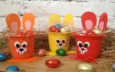 Lavoretti di Pasqua con i vasetti dello yogurt, idee creative per grandi e bambini semplici da realizzare Kids Crafts, Cup Crafts, Crafts For Seniors, Bunny Crafts, Easter Crafts, Diy And Crafts, Easter Table Decorations, Easter Activities, Party In A Box