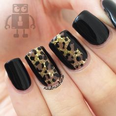 Black and brown leopard nail art design. The brown leopard prints are painted over the sharp black background causing it to look very much visible even from afar. The gold dust sprinkled all over the leopard prints look absolutely elegant. Leopard Nail Art, Leopard Print Nails, Leopard Prints, Black Nails, Nude Nails, Hot Nails, Hair And Nails, Acryl Nails, Prego