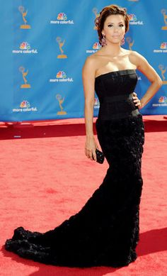 2010: Eva Longoria wore a strapless black Robert Rodriguez corset gown. Wow Eva stunned in this gown! I love the texture on the bottom of the skirt and the corset.