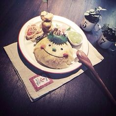 娘の昼ごはん*(Ü*ૢ)* aikoさんが作ってたシソのお弁当が可愛いくて真似っこしたら河童みたく(笑) リベンジしても河童。 キャラはセンス大事ですね aikoさん(*´艸`*)河童だけど食べ友お願いしますね❤️ - 267件のもぐもぐ - オムライス(˘͈ᵕ ˘͈ ) by lulunono107