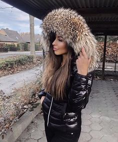 [Anzeige/Advertisement] In love with my new jacket from 🖤 Those jackets just come with the greatest fur hoods 🔥 Puffer Jacket With Fur, Puffer Jackets, Fur Jackets, Diva Fashion, Womens Fashion, Fashion Tips, Lifestyle Fashion, Fashion Ideas, Moncler Jacket Women