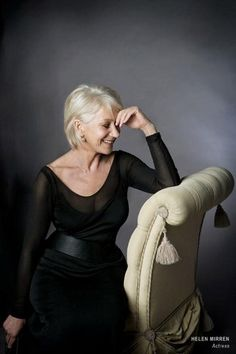 New Style Icons Women Aging Gracefully Helen Mirren Ideas Helen Mirren, Dame Helen, Advanced Style, Ageless Beauty, Aging Gracefully, Grace Kelly, Sensual, Older Women, Lady