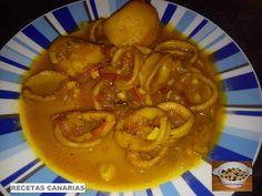 RECETAS CANARIAS: CALAMARES EN SALSA CON PAPAS Spanish Kitchen, Spanish Food, Spanish Recipes, Island Food, Red Sauce, Goulash, Stew, Salsa, Seafood