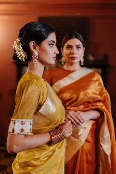 Bridal Jewelry Vintage, Saree Poses, Traditional Sarees, Saree Styles, Indian Outfits, Saga, Rust, Curls, Stylists