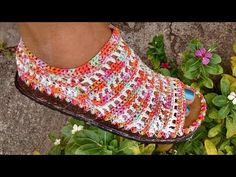 YouTube Crochet Shoes, Crochet Slippers, Crochet Top, Flip Flop Sandals, Shoes Sandals, Crochet Videos, Yarn Crafts, Craft Videos, Crochet Necklace