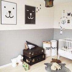 oh, die schilderijtjes :-) Wat een leuke baby kamer!!