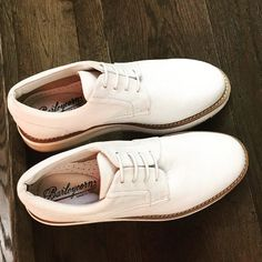 In Cherry Heel you can find a very trendy everyday footwear options for him!  Air White Lace Up from Barleycorn is one of those shoes that you won't take off during this summer! 🌞  #CherryHeel #Luxury #shoe #Boutique #shoes #manshoes #manfashion #MadeinItaly #footwearforhim #mensfootwear #barleycorn #white #brogue #Quality #Menswear #handmade