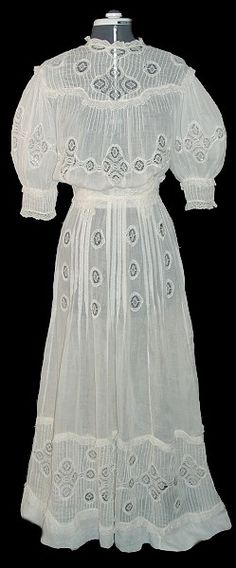 Edwardian dress ..have a picture of my Grandma Reilly in one like this! ENB