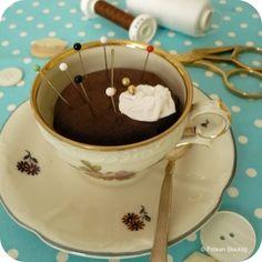 Sweet Hot Chocolate Pin Cushion - Tutorial - FRÖKEN SKICKLIG [fr'ö:ken ²sj'ik:lig]