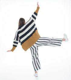 Strikkes i børstet baby alpakka. Striped Pants, Studio, Knitting, Fashion, Threading, Moda, Stripped Pants, Tricot, Fashion Styles