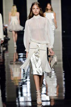 The Best Looks From London Fashion Week: Spring 2015 Christopher Kane London Fashion Weeks, Milan Fashion, New York Fashion, Runway Fashion, Womens Fashion, Fashion Trends, Christopher Kane, White Fashion, I Love Fashion
