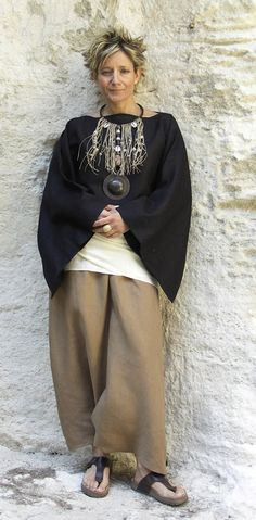 Top kimono sleeves and beige sarouel....I love this look on her but not could not pull this off myself