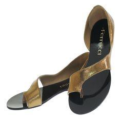 Sandália Rasteira Bronze 1610 Ferrucci para Moselle   Moselle sapatos finos online! Moselle é feminina. Shoes Sandals, Flats, Flat Shoes, Heels, Bronze, Boutique, Feminine, Stylish, Hot