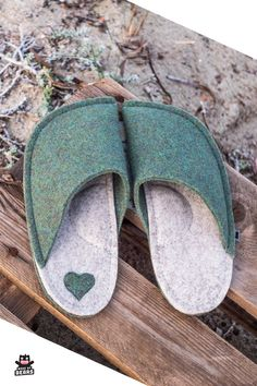 Cozy and soft wool felt slippers - unique, cool gift idea for her. Cute gift for your wife, girlfriend, sister, mom . Green Slippers, Cute Slippers, Felted Slippers, Crocheted Slippers, Best Gifts For Men, Gifts For Him, Gifts For Women, Wedding Gifts For Groom, Needle Felting Tutorials