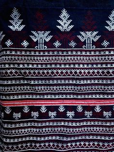 The Red Dao wedding dress is seen as the summit of success in a womens sewing accomplishments. The Red Dao hill tribe population of Sapa are one subdivision Laos Thailand, Big Flowers, Close To My Heart, Ikat, Vietnam, Embroidery Designs, Bohemian Rug, Textiles, Culture