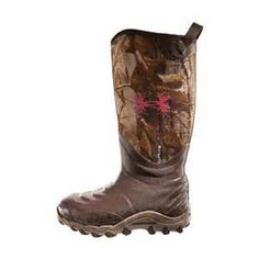 Women camo boots so in love