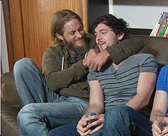 (gif) - Travis Fimmel kiss George Blagden. So cuute :3 Vikings (Interview) LOL - yes it's vikings, but it's also GEORGE!