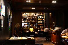 Cinq très bonnes adresses pour manger à Barcelone : bars à tapas, restaurants et stand à churros. Slow, Restaurants, Churros, Liquor Cabinet, Barcelona, City Guides, Lifestyle, Home Decor, Viajes