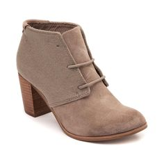 Combining simplicity with elegance, the new Lunata Bootie from TOMS is the perfect staple for your fierce style. The Lunata Bootie rocks an ankle boot design, constructed with soft suede uppers, unique wool collar, and stacked block heel. <b>Only available at Journeys and SHI by Journeys!</b>  <br><br><u>Features include</u>:<br> > Smooth suede upper with soft wool collar<br> > Lace-up closure for a comfortable fit<br> &gt...