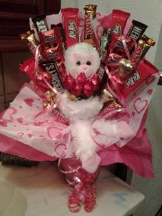 Valentines Day Candy Bouquet I made with a monkey holding Hershey Kisses Roses Candy Bouquet Diy, Valentine Bouquet, Gift Bouquet, Lollipop Bouquet, Boquet, Valentines Day Baskets, Valentines Gifts For Boyfriend, Valentine Day Crafts, Valentines Baking