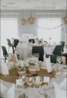 Gesamte Hochzeitsdekoration:u003cbr /u003eu003cbr /u003e 113x Holzkartenhalter 40u20ac
