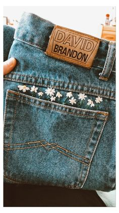 Simple Embroidery Designs, Hand Embroidery Art, Embroidery On Clothes, Couture Embroidery, Embroidered Clothes, Vintage Embroidery, Diy Embroidery On Jeans, Embroidery Ideas, Diy Jeans