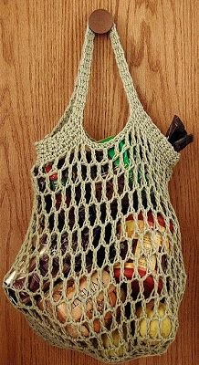 un tuto de 2008 pour une version de sac filet crocheté simple - The Adventures of Cassie: Free Reusable Crocheted Grocery Bag Pattern