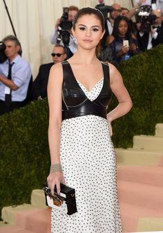 Pin for Later: Zoom Sur les Looks Beauté du Met Gala Selena Gomez