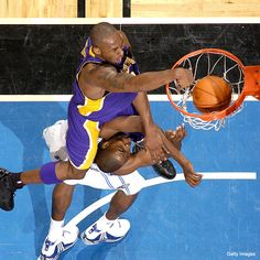 Kobe on Howard!