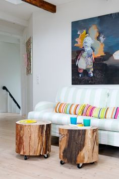 tree stump table...I like that these roll...although, perhaps not so good with all the toddlers in my house....
