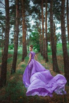 Фотосессия в длинном платье в лесу